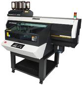 MIMAKI UJF-6042MKII.  Планшетный(C,M,Y,K, Lc, Lm,W,Cl) UV-LED плоттер. Максимальный размер печати 610х420 мм. Толщина материалы 153мм.  Разрешение 1200 dpi. Cкорости печати до 3,52 кв. м/час Вакуумный стол для фиксации материалов. Вес материала до 8кг. RI